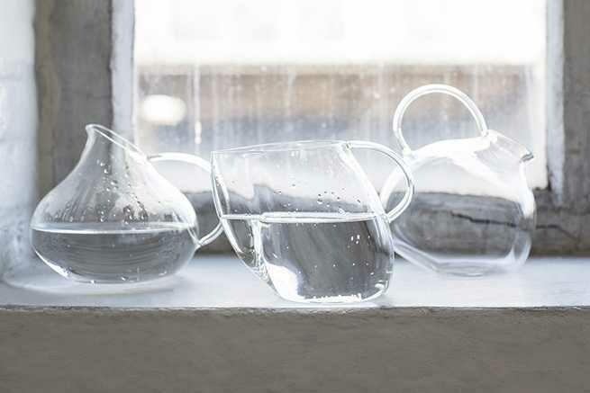 Glas Karaffe in unterschiedlichem Design von SERAX