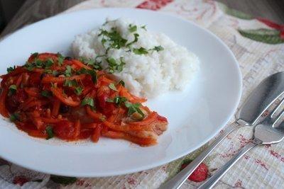 Рыбка под овощным маринадом с рисом