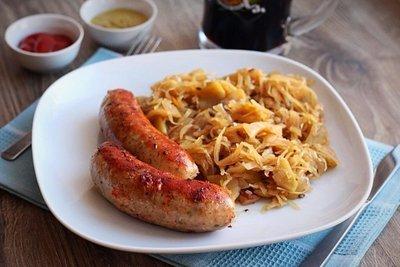 Зауэркраут (Тушеная квашеная капуста) с колбасками из свинины