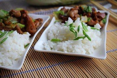 Тофу с грибами шиитаке, пекинской капустой и гарниром из риса