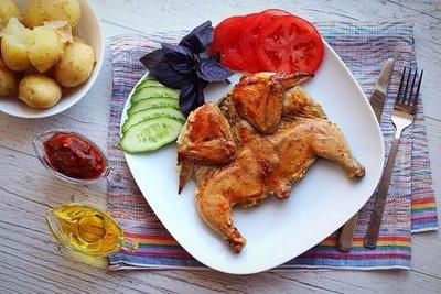 Цыпленок табака (тапака) с молодым картофелем