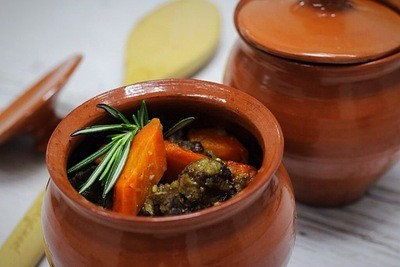 Говядина, томленая с морковью в апельсиновом соусе