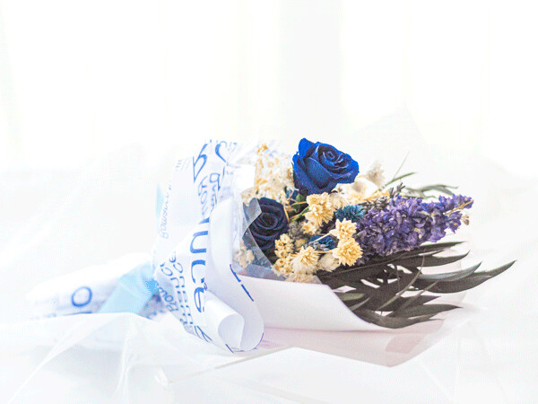 SMALL SIZE HAND BOUQUET - ROSE