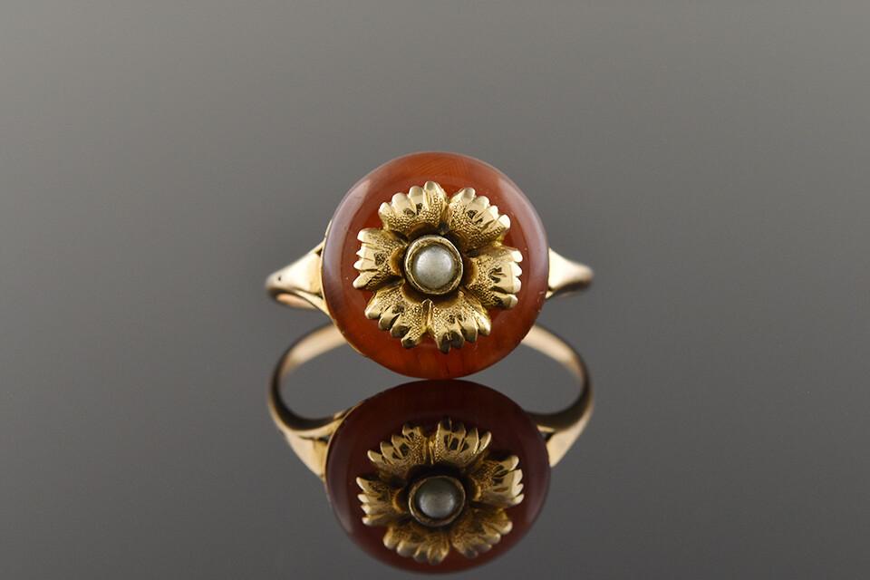 Art Nouveau Ring with Flower Center
