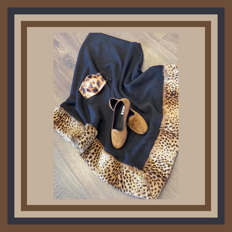 Mantella/poncho con bordo in pelliccia di lapin maculato