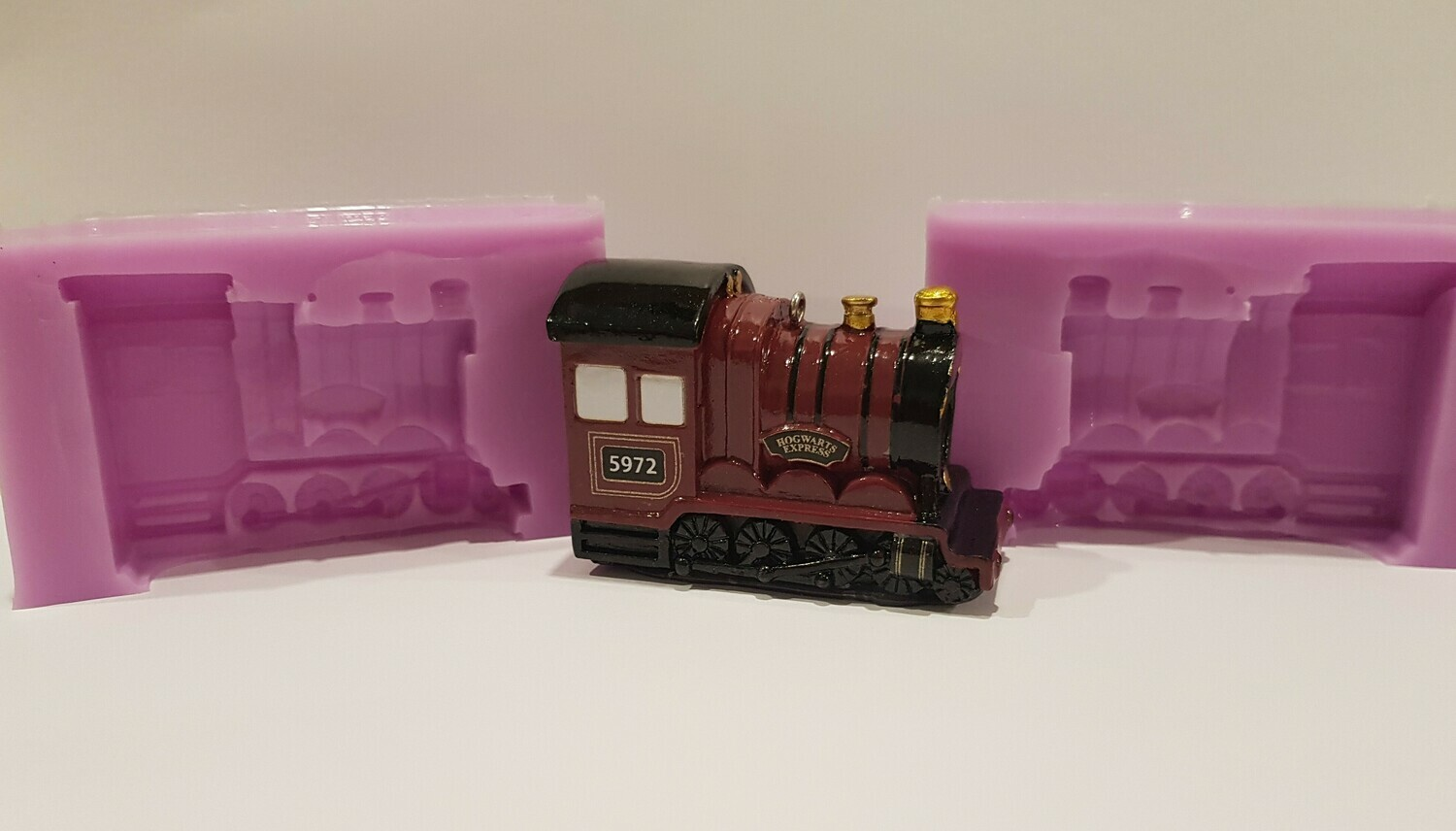 HARRY POTTER INSPIRED HOGWARTS EXPRESS TRAIN 3D SILICONE MOULD