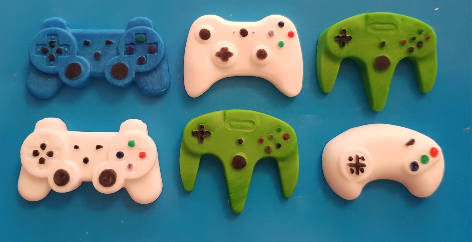 6 GAME CONTROLLERS EDIBLE CAKE TOPPERS