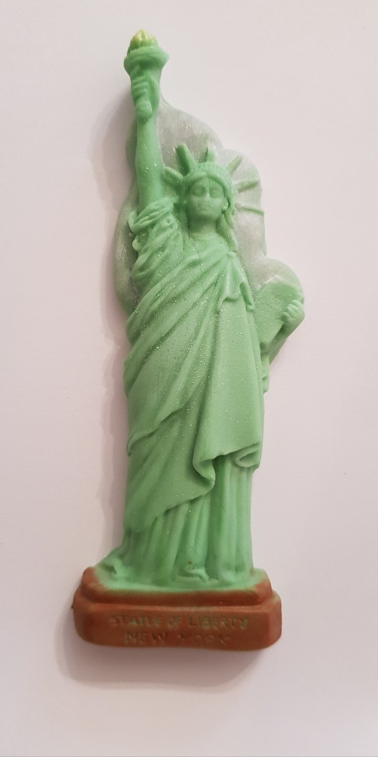 1 STATUE OF LIBERTY EDIBLE CAKE TOPPER