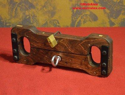 Master Alex Old World Wooden Wrist Stocks