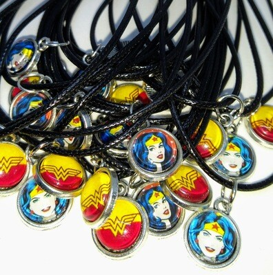 10 Collane a tema Wonder Woman ciondolo cabochon