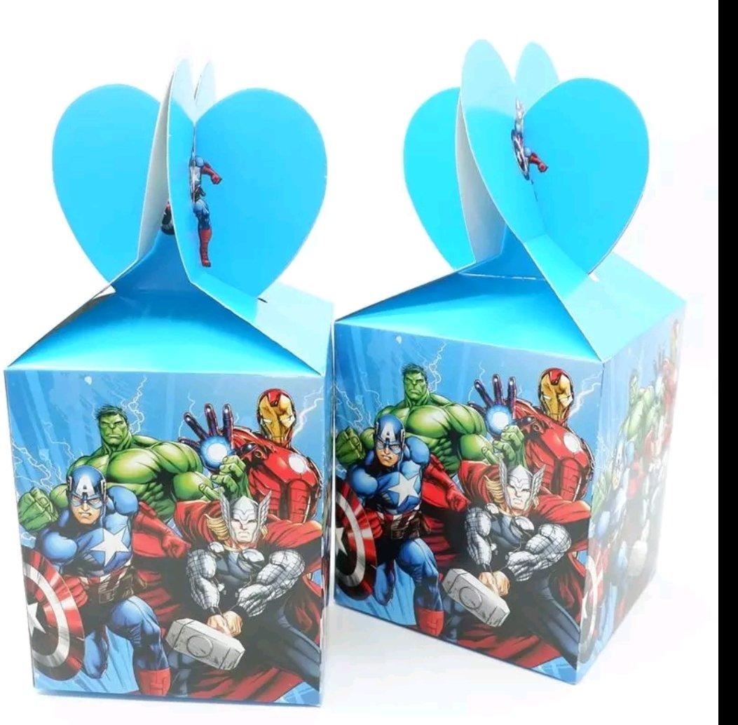 10 Scatoline Regalo Avengers porta Gadgets confetti Caramelle