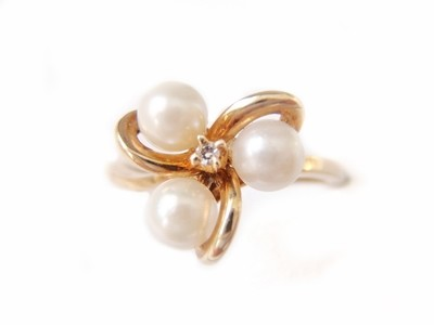 1950s Designer Three Cultured Pearl 10k Gold Diamond Ring
