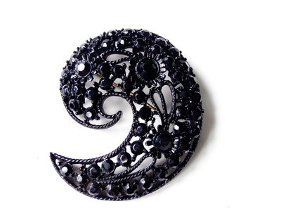 1950s Black Rhinestone Paisley M. Bent Brooch Open Metalwork