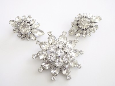 Weiss Brooch Rhinestone Star Brooch Earrings Demi Parure Set