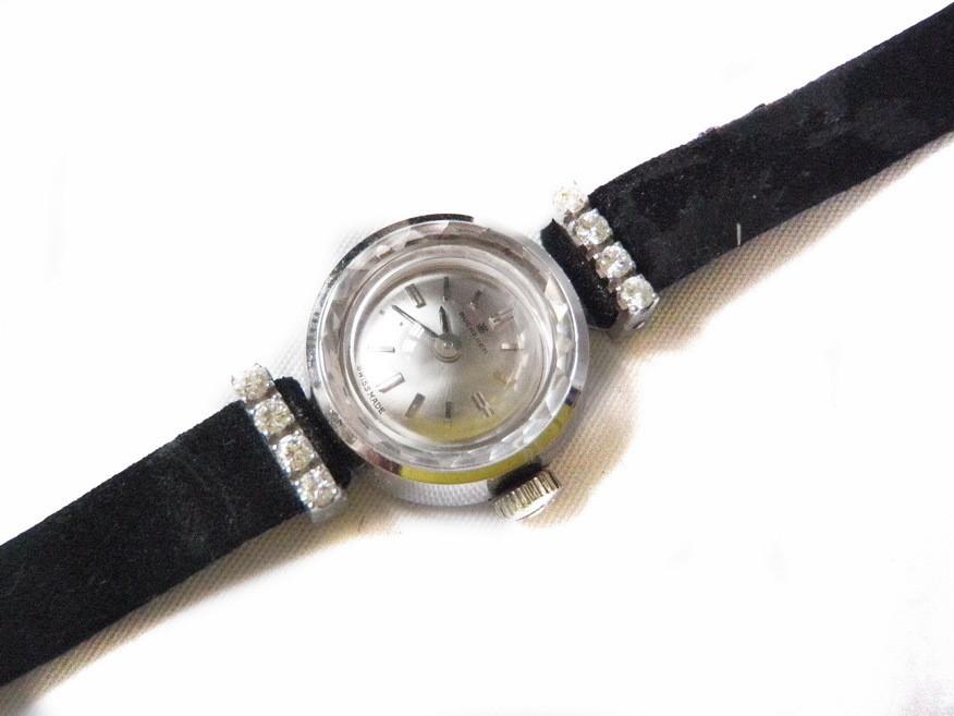 Bucherer Ladies Solid 18k Gold 8 Diamond Wristwatch Crimped Cut Crystal