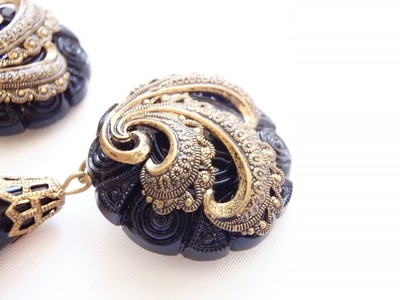 1980s Earrings Molded Thermoplastic and Metal Paisley Design,