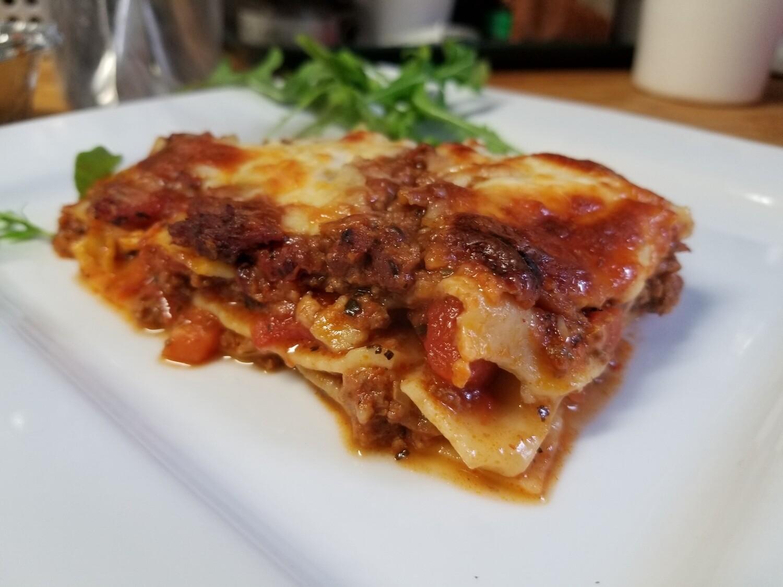 La fameuse lasagne fabriquée avec pâte maison ...