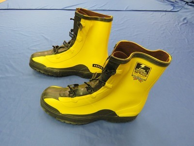 Servus Boots Size 15