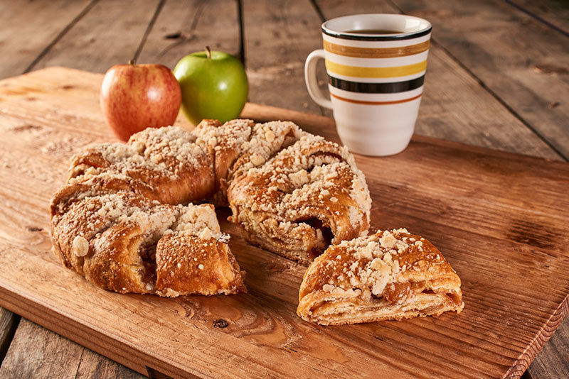 German Apple Coffee Cake