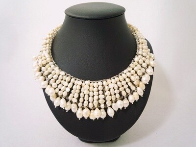 Gracefully Elegant Pearl Necklace
