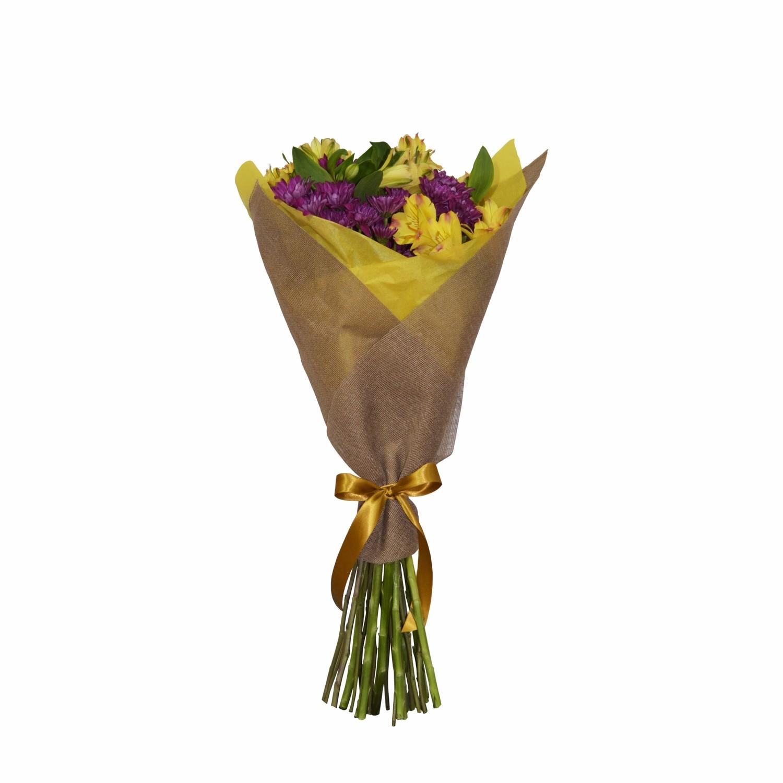 Bouquet de alstroemerias y daisy