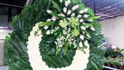 Corona con orquídeas