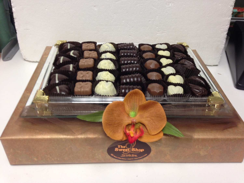 Mirror Tray with chocolates