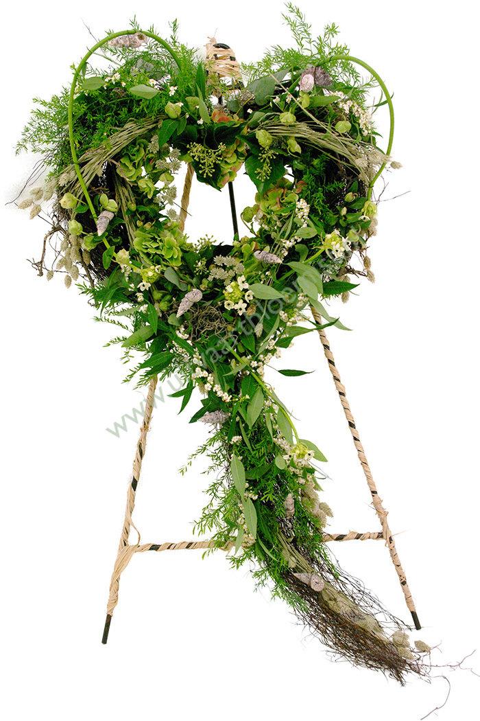 Hart (bestelnr. MF140) Uitgevoerd in bloemen en groensoorten die in het seizoen verkrijgbaar zijn, 65 cm Ø (Standaard in bruikleen)