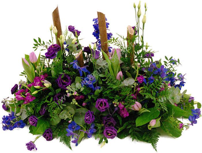 Tuin (bestelnr. MF142) Uitgevoerd in bloemen die in het seizoen verkrijgbaar zijn, 60 cm l