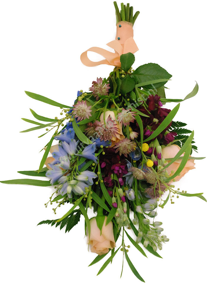 Mini boeket (bestelnr. MF145) Uitgevoerd in bloemen die in het seizoen verkrijgbaar zijn, 30 cm l