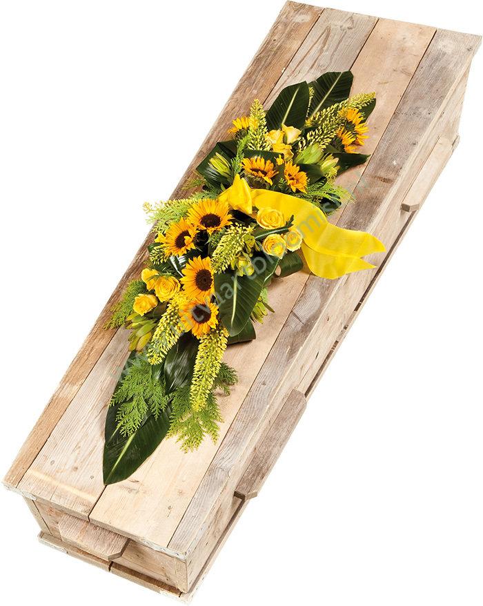 Kistaankleding (bestelnr. MF184)  Uitgevoerd in bloemen die in het seizoen  verkrijgbaar zijn.