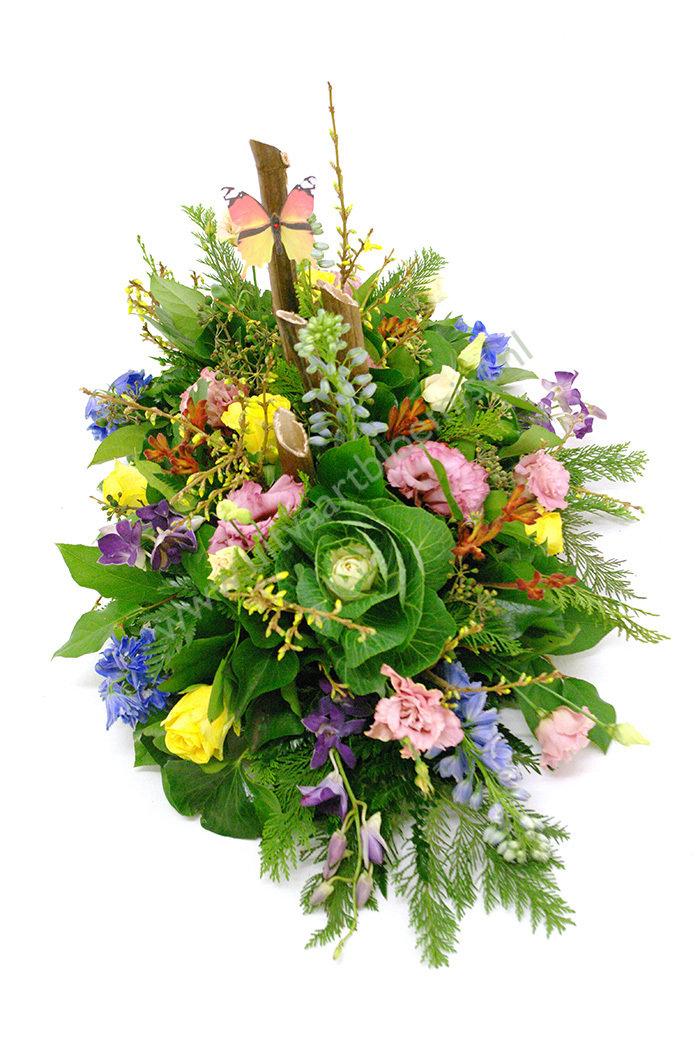 Tuin (bestelnr. MF186)  Uitgevoerd in bloemen die in het seizoen