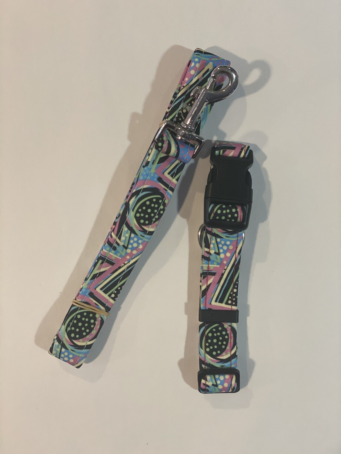 Collar and Lead Set - Medium. Geometric shapes and dots.