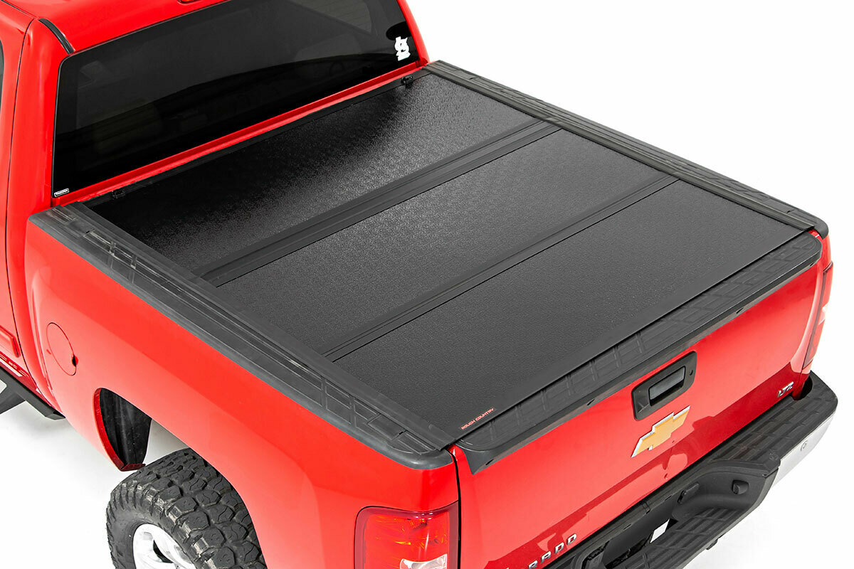 GM Low Profile Hard Tri-Fold Tonneau Cover (07-13 1500 | 5.5' Bed W/ Rail Caps)