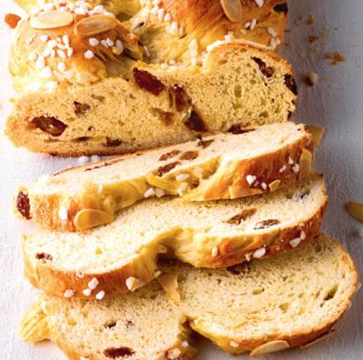 Braided yeast loaf with Raisins (Hefezopf auf Schwäbische art)