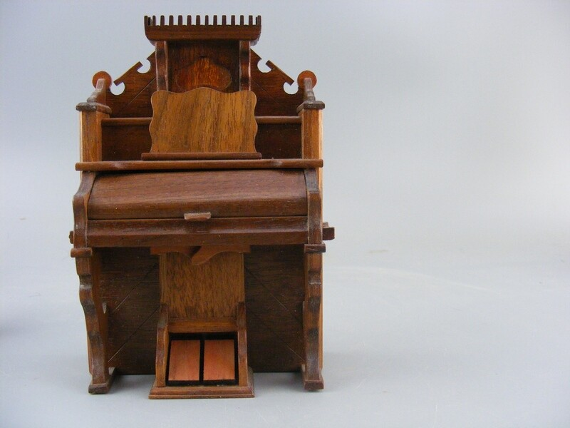 1965 Warren Dick Miniature Pump Organ