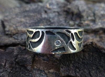 Single Diamond Wide Band Topo Ring