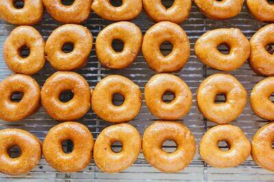 Yeast Raised Donut, Glazed (1 Dozen)