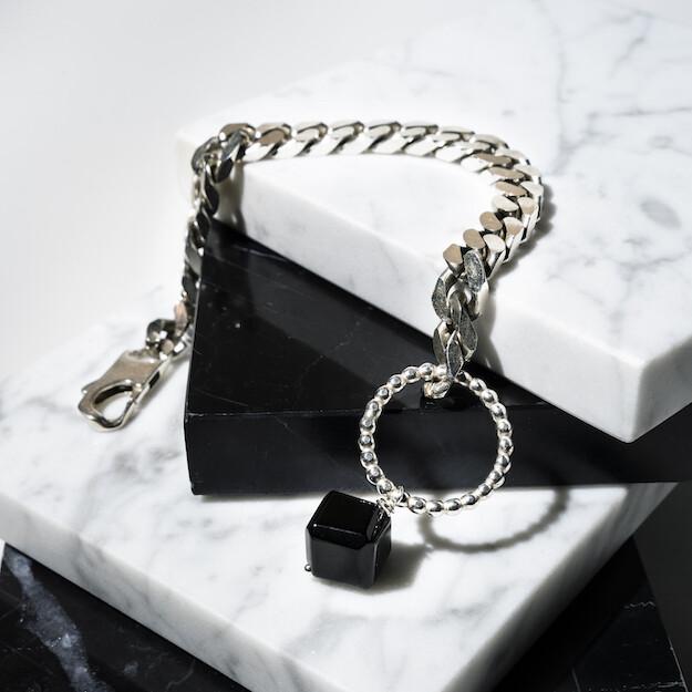 Dikke schakel armband met onyx kubus