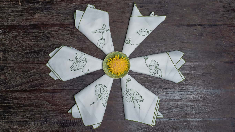 "Napkin ""Blooming Lotus"" CH3TT"