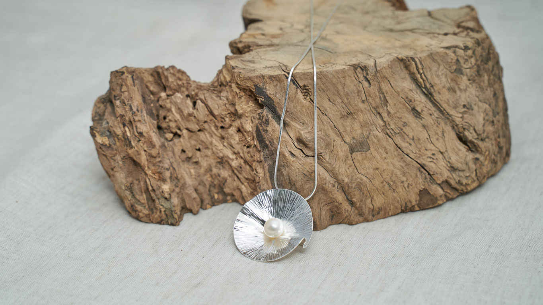 "Pendant ""Folded Leaf Pearl"" RO74TS"