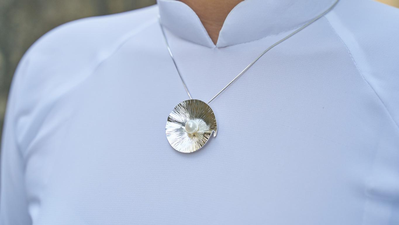 """Pendant """"Folded Leaf Pearl"""""""
