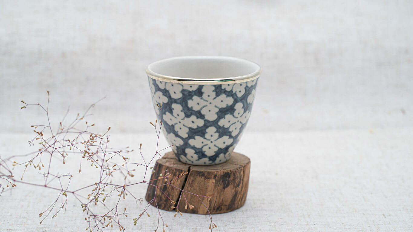 """Medium sized Teacup without Handle """"Hoa Beo"""" LV65CBER"""