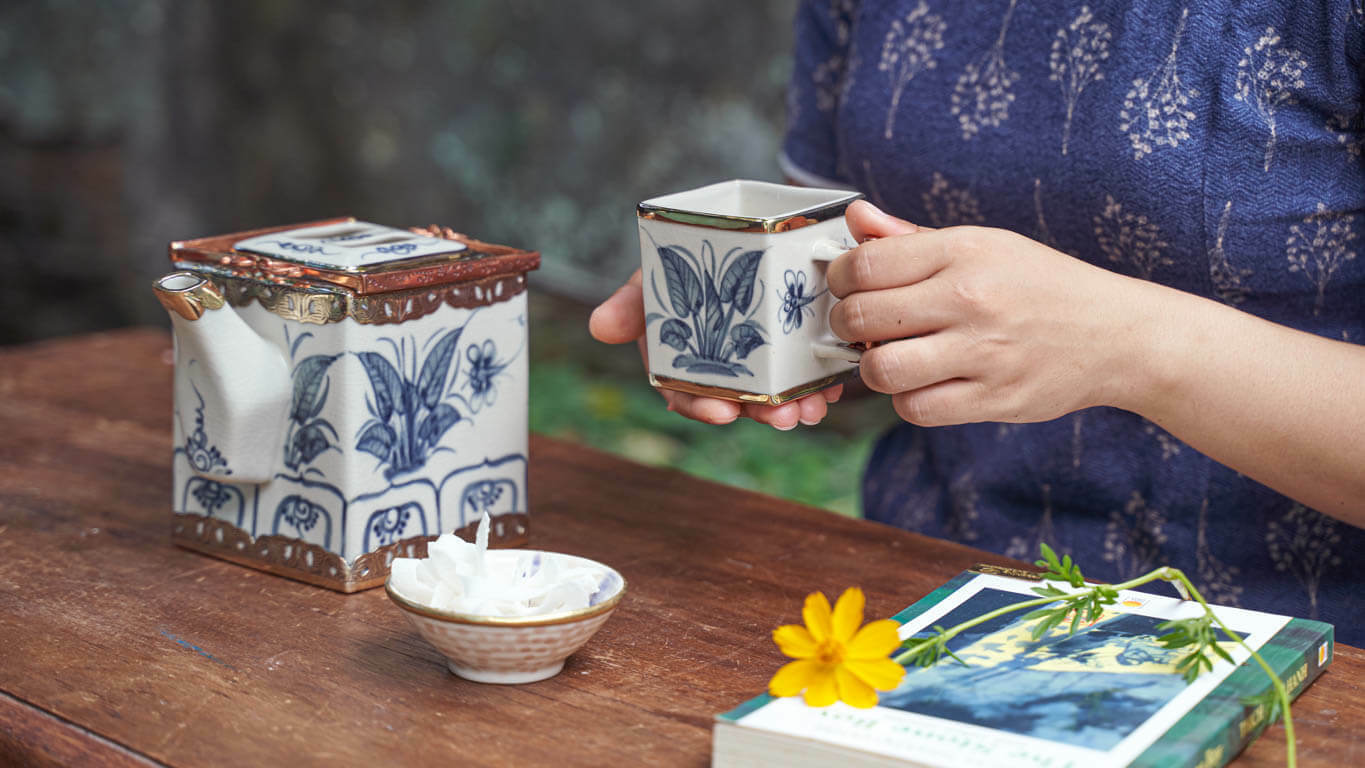Cubic teapot with dragonfly motifs