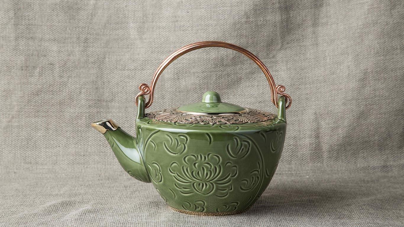 Deep green teapot with bronze decoration 2