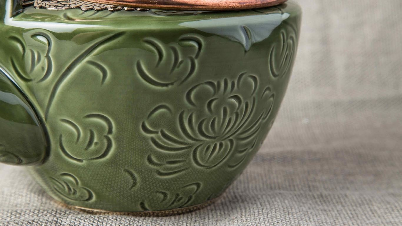 Deep green teapot with bronze decoration 5