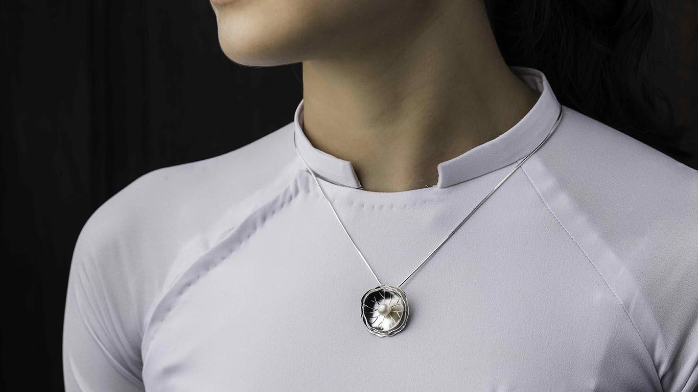 Silver Pearl flower pendant