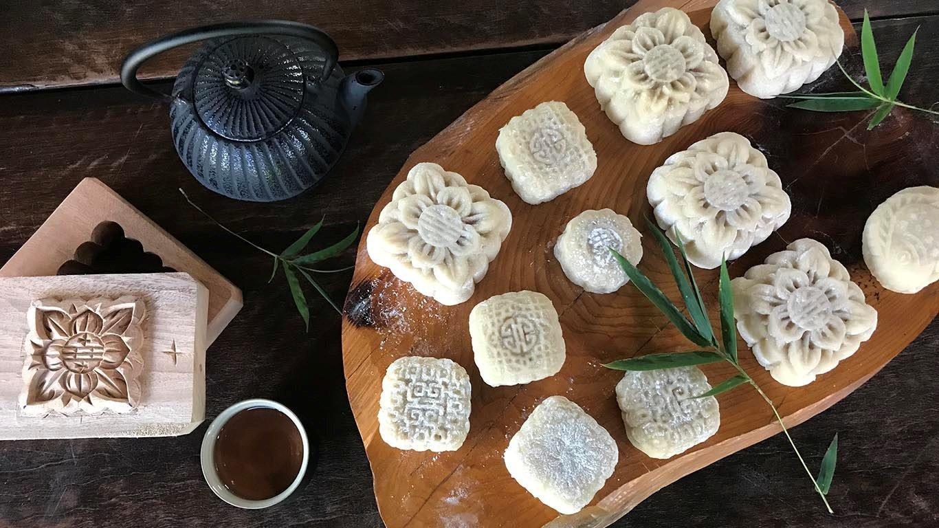 Making Vietnamese traditional treats 12394