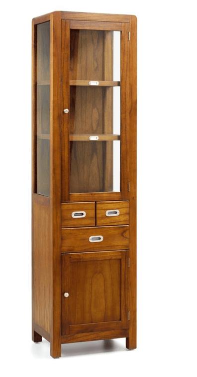 Vitrina de estilo colonial con 3 cajones, 2 puertas y 2 estantes.