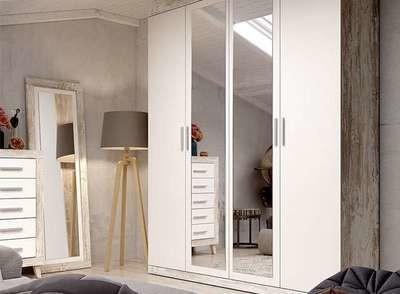 Armario color blanco y vintage con 4 puertas abatibles y 2 espejos centrales